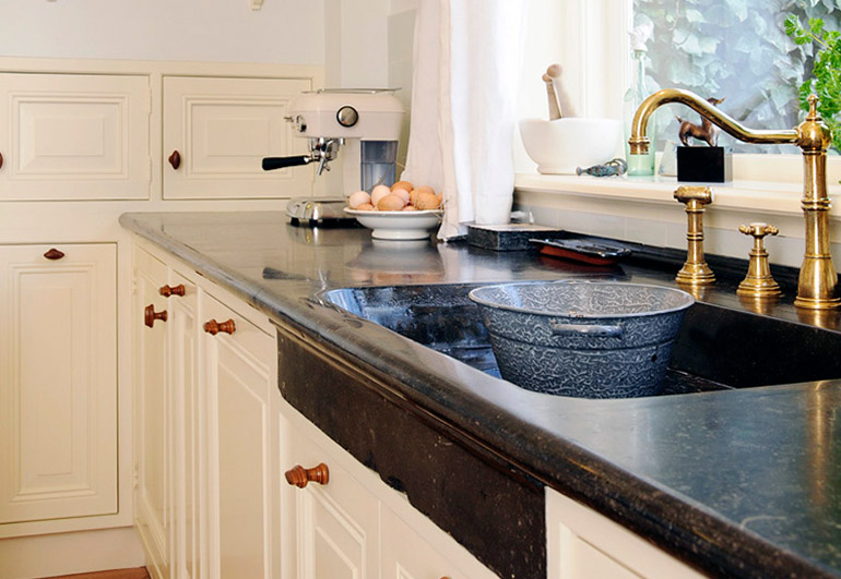 Keukens van natuursteen marmer blad bart natuursteen for Keuken marmer blad